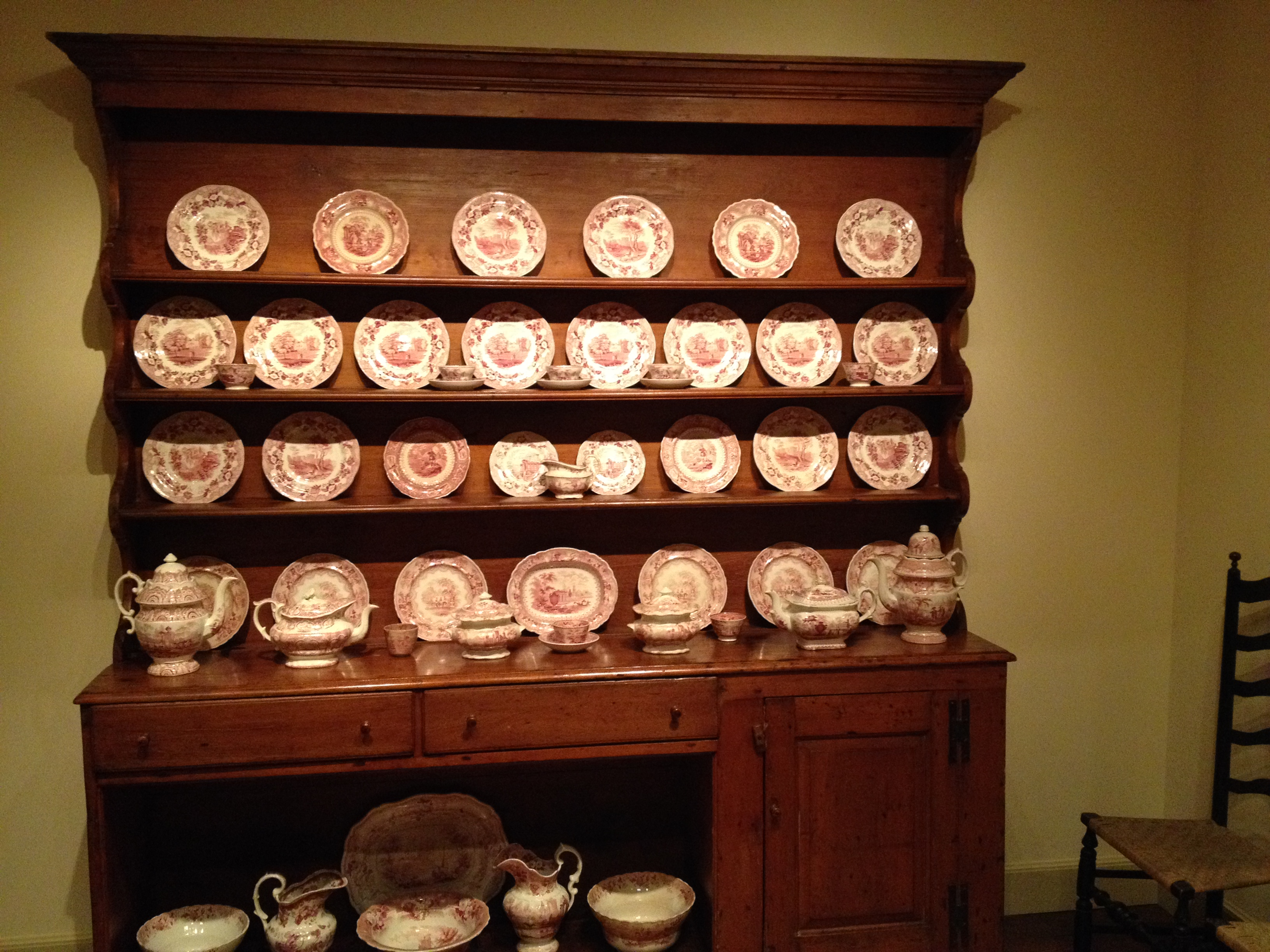 Winterthur Museum : The pine cupboard and Staffordshire ceramics from Vermont