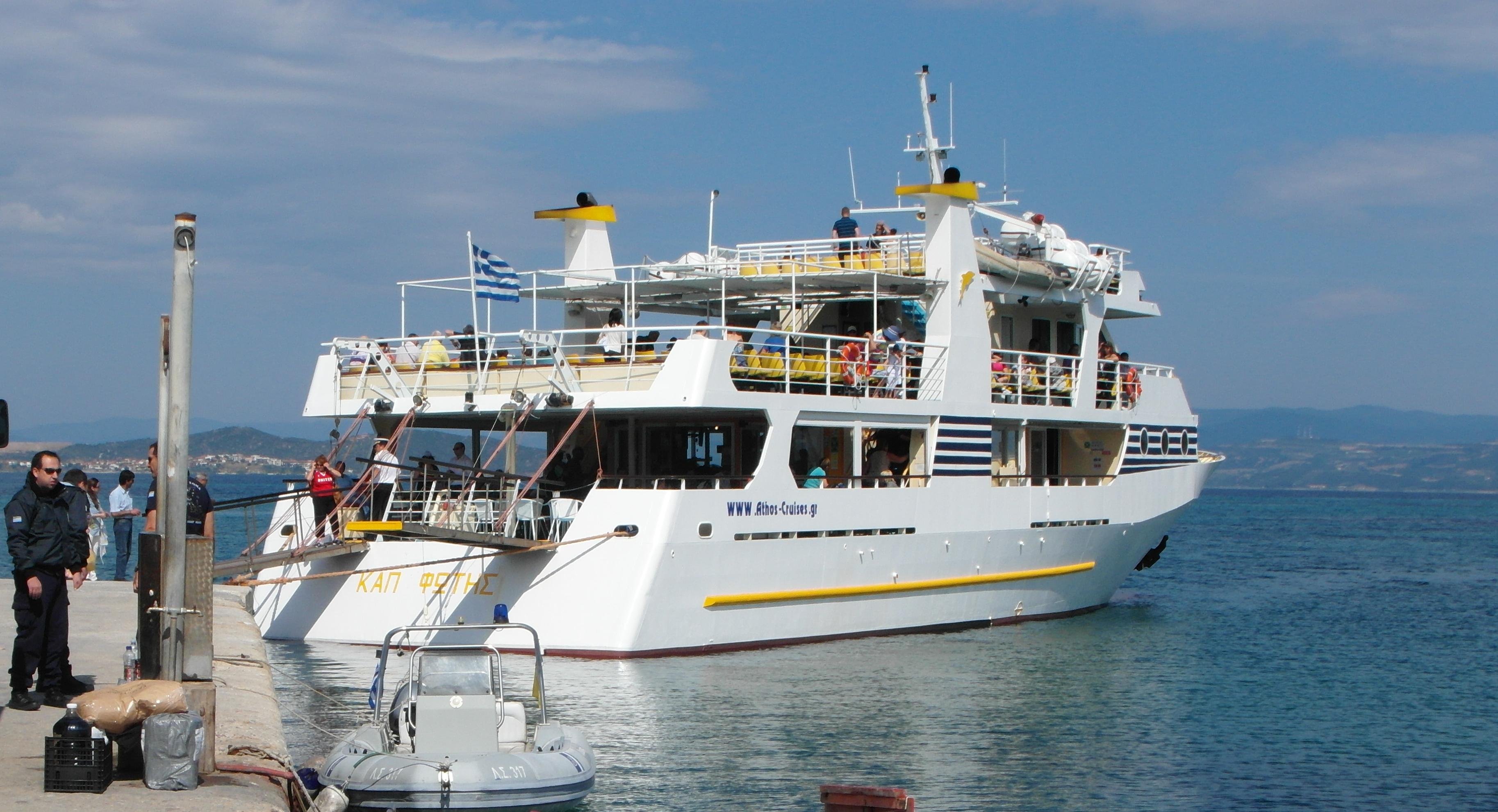 Mount Athos : cruise boat
